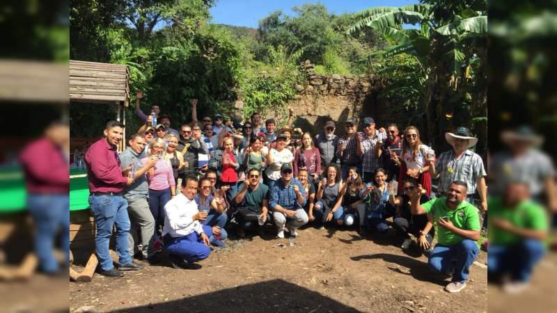 Viven la experiencia de la Ruta del Mezcal en Michoacán