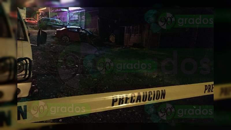 Asesinan a un hombre que dormía en un auto en Uruapan