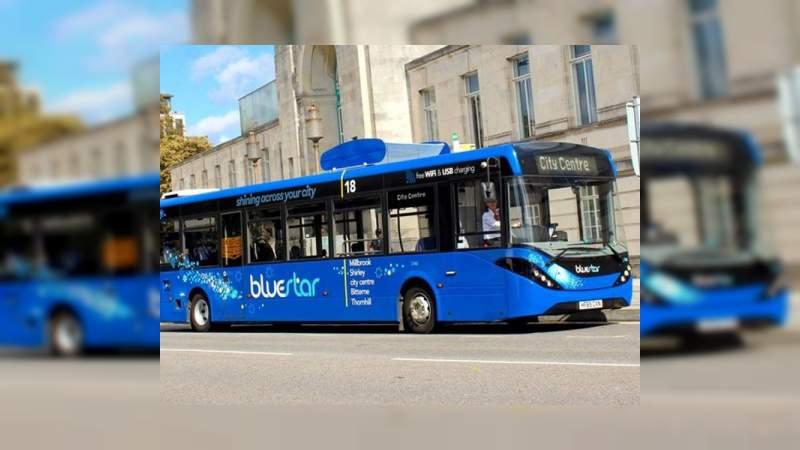 """""""Bluestar"""" el autobús que limpia el aire a su paso"""