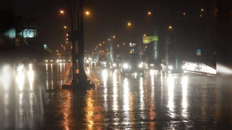 ¡ALERTA! Intenso frente frío y tormenta tropical trae lluvias México