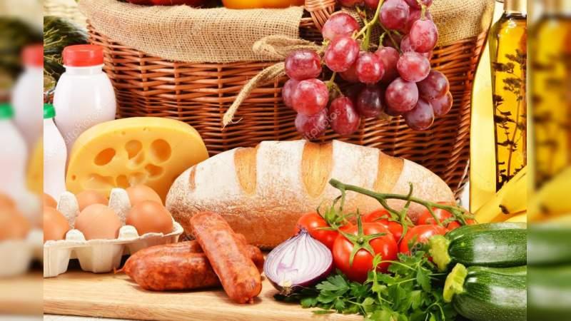 Frutas y pan cuestan el triple por falta de competencia