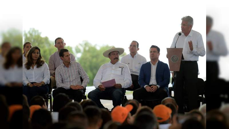 En Michoacán, Enrique Peña Nieto defiende el Nuevo Aeropuerto