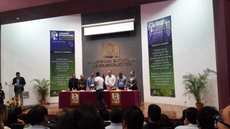 """El nicolaita Luis Javier Calvillo Carranza, primer lugar en categoría de Cartel en el Congreso Internacional """"La Investigación en el Posgrado"""""""