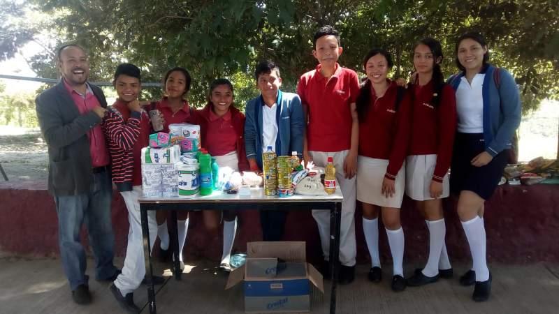 Comunidad estudiantil en Tuzantla, se solidariza con el desastre de Peribán