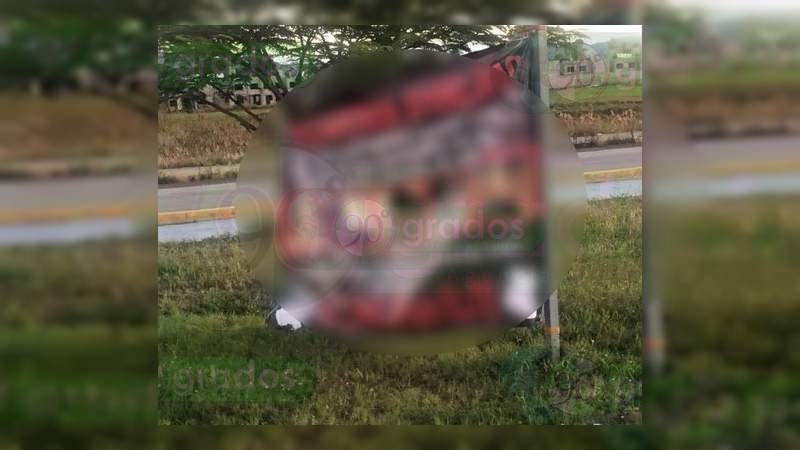 Con narcomantas el Cartel Jalisco llama a denunciar sus rivales, en Salamanca, Guanajuato