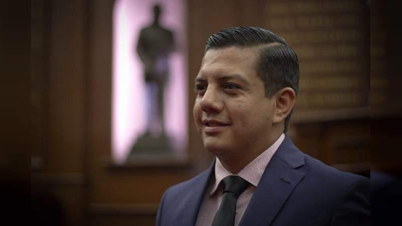 GPPAN vela por garantizar servicios de salud a michoacanas: Oscar Escobar