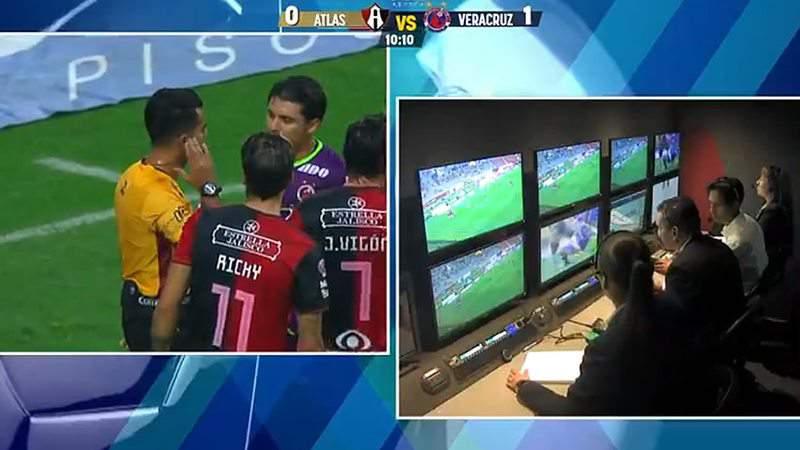 El VAR se estrenó marcando dos penales en el fútbol mexicano