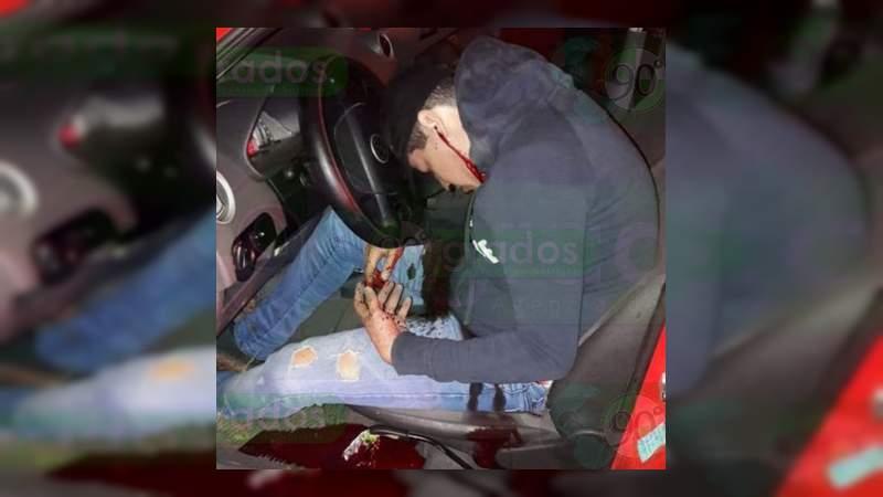 Pareja que viajaba en auto robado es asesinada frente a un niño en Zamora