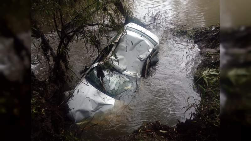 Muere al caer en su auto al Río Grande en Morelia, Michoacán