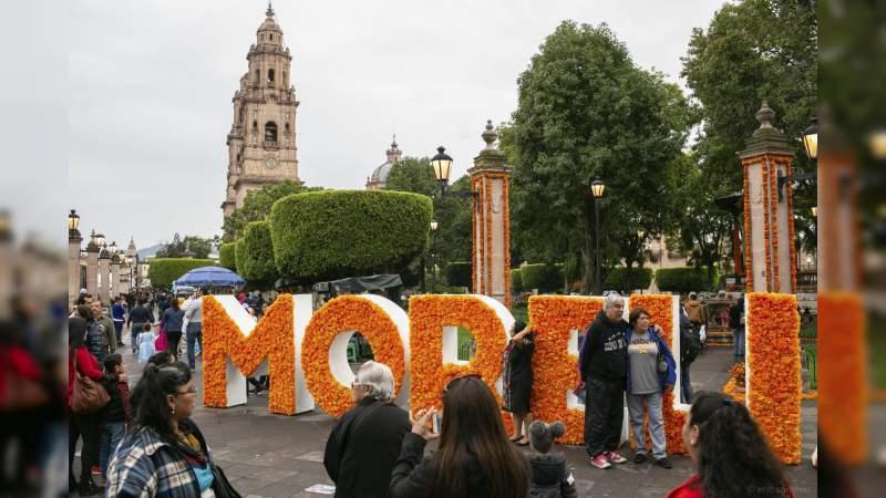 Más de 150 mil personas disfrutaron del reencuentro con las ánimas en la Noche de Muertos en Morelia