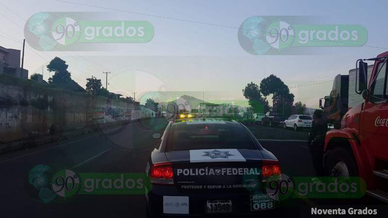 Productores de aguacate bloquean la carretera Patzcuaro - Salvador Escalante