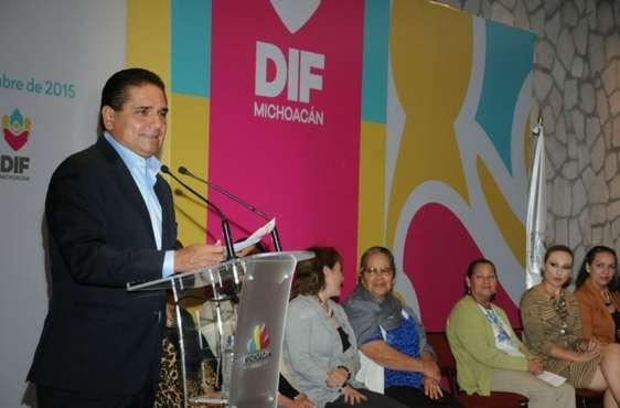 Encabeza Silvano Aureoles arranque de jornadas optométricas para adultos mayores