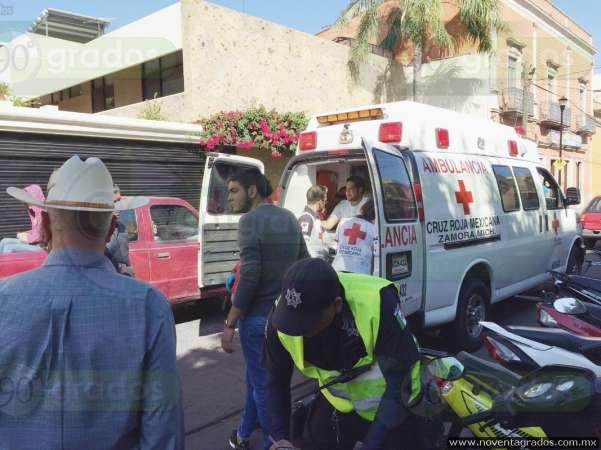 Heridos dos estudiantes tras ser arrollados por vehículo en Zamora, Michoacán