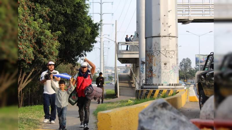 Caravana migrante avanza rumbo a Guadalajara en su trayecto hacia Estados Unidos