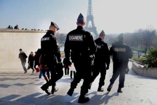 Hallan cinturón con explosivos cerca de París