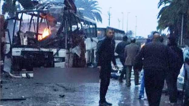 Atentado terrorista en Túnez deja doce muertos
