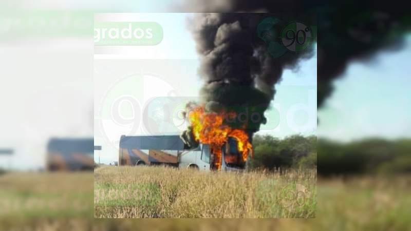 Bloqueos y quemas en Tierra Caliente por presunta captura de líder delincuencial