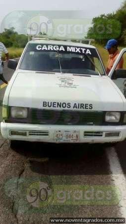 Tras persecución, taxistas recuperan camioneta robada con violencia en Apatzingán, Michoacán