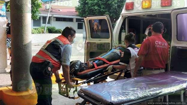 Un muerto y dos heridos, saldo de volcadura de camión en Lázaro Cárdenas, Michoacán