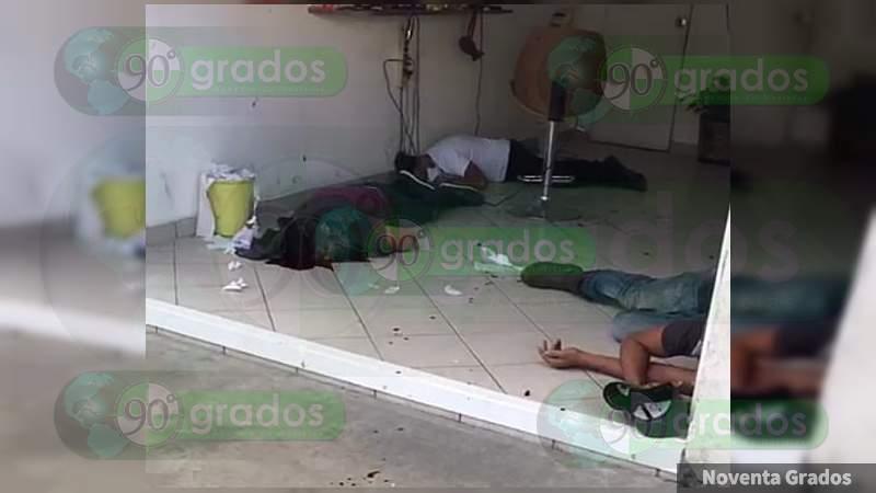 Atacan a balazos a tres personas en Uruapan, Michoacán; uno muere