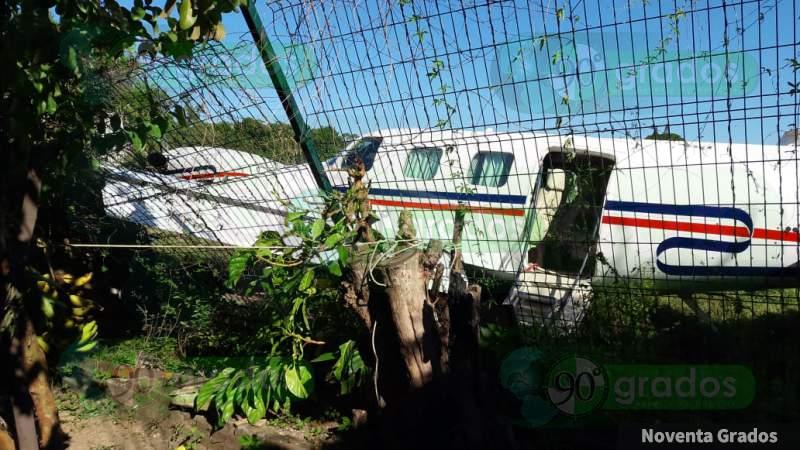 Avión privado se accidenta y choca contra casa en Lázaro Cárdenas
