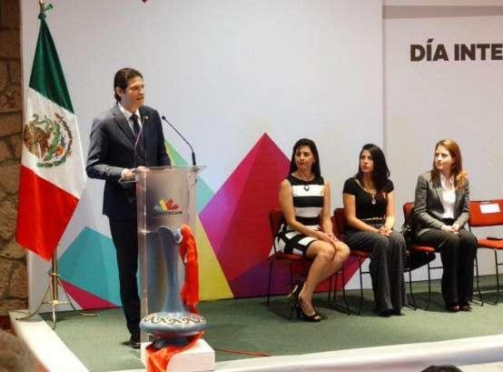 Llama Alfonso Martínez a la participación de toda la sociedad para lograr la equidad de género