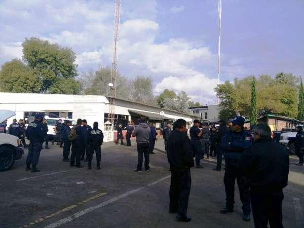 Chamaquean a policías de Michoacán y no les pagan; harán paro de labores