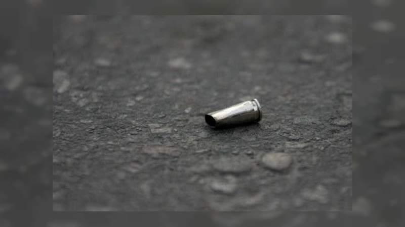 Muere policía baleado por su compañero en Ecuandureo, Michoacán