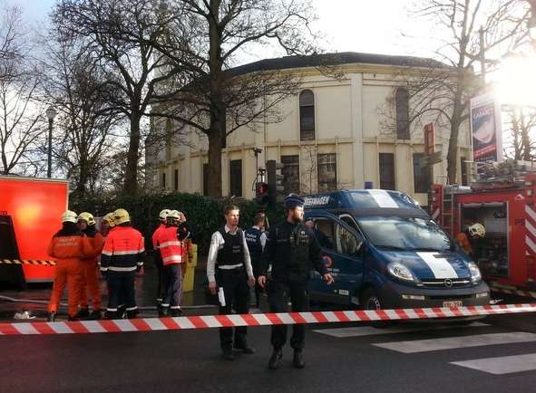 Resguardan mezquita en Bruselas por alerta de ántrax