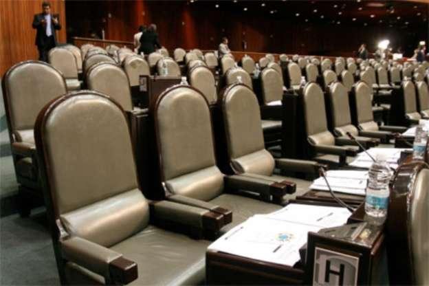 Desaparición de 100 diputaciones y 32 senadurías plurinominales propone el PRI