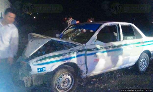 Pasajero resulta prensado tras chocar un taxi en Zamora