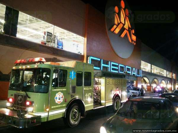Evacuan Chedraui en Morelia por incendio