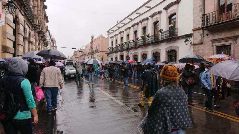 Policía Michoacán frena marcha de la CNTE