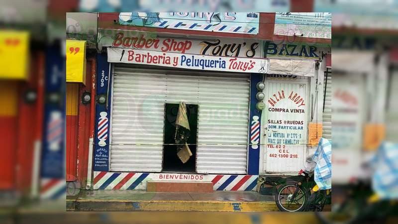 Asesinan a dos hombres dentro de una peluquería en Irapuato, Guanajuato