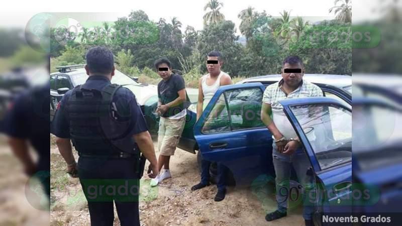 Golpean y detienen a tres de CDMX con 70 mil en billetes falsos, sobre la Chilpancingo - Acapulco, en Guerrero