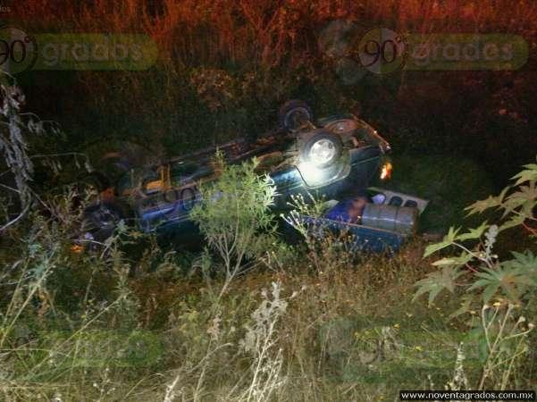 Camioneta cae a río de aguas negras en Morelia; hay siete lesionados