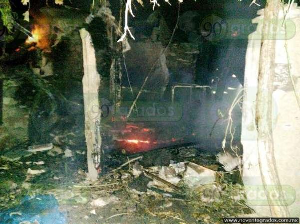 Incendio consume vivienda y ganado en Morelia
