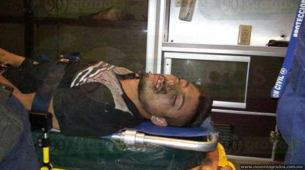 Lesionado de seriedad, motociclista atropellado por camión