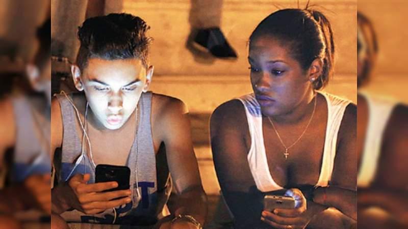 Por fin, los cubanos podrán navegar en internet a través de sus celulares