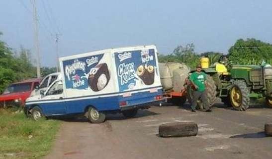 Retiran bloqueos carreteros en la Tierra Caliente
