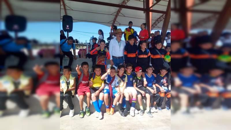 Impulsa Antorcha Magisterial actividades deportivas entre comunidad estudiantil