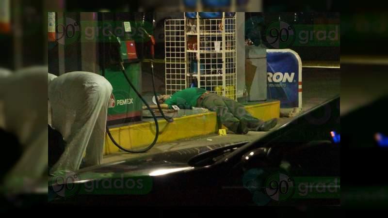 Matan a balazos a despachador de gasolina que se resistió a asalto en Lázaro Cárdenas