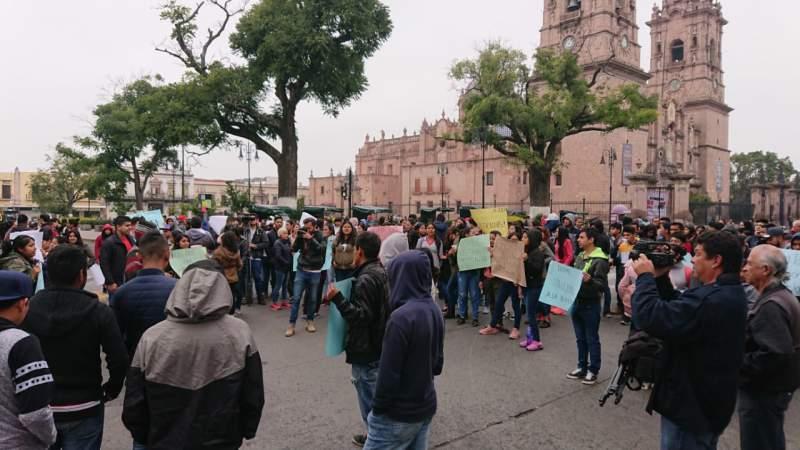 CUL bloquea la avenida Madero en Morelia