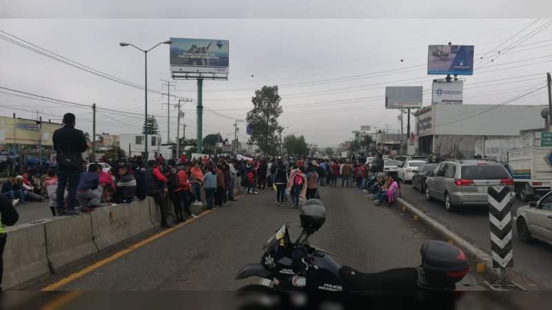 CNTE realiza bloqueos en diversos puntos de Michoacán