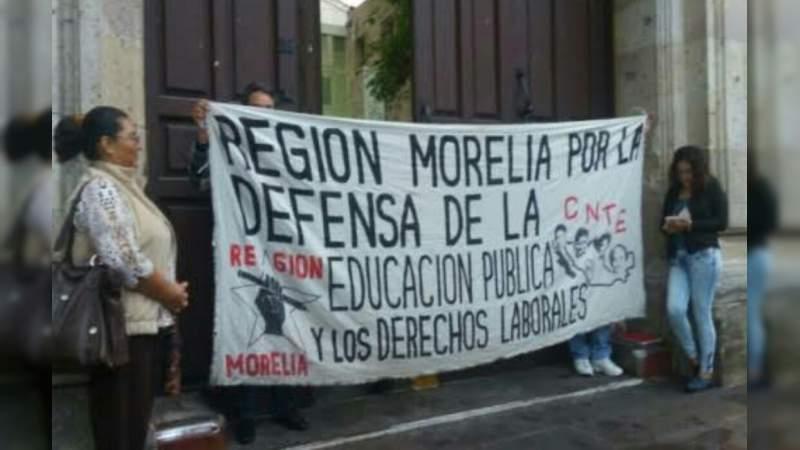 CNTE toma oficinas de rentas en Michoacán