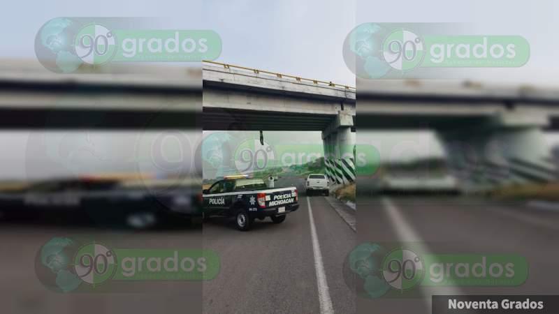 Presunto ministerial aparece colgado y con narcomensaje en Cuitzeo