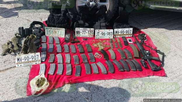 Abandonan camioneta y hallan armamento tras persecución en Zamora 0-grande