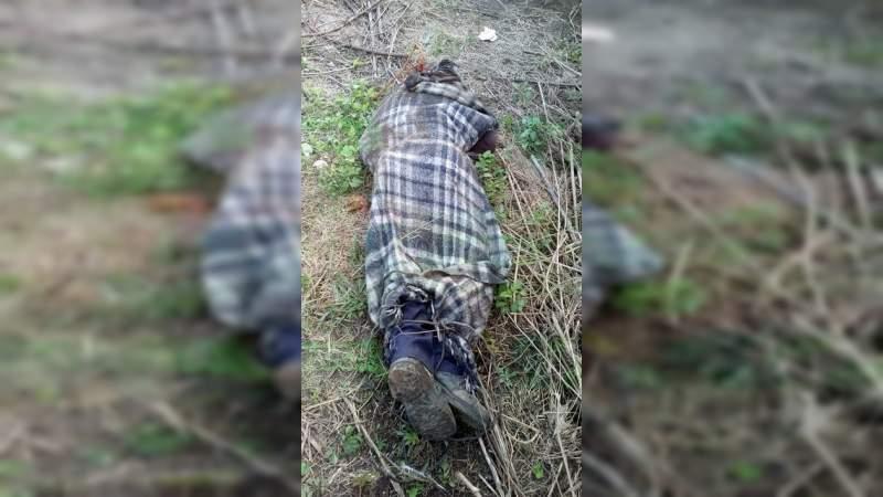 Localizan un cadáver encobijado en Morelia