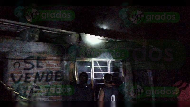 Con quemaduras resulta un hombre luego de quemarse su casa en Cuitzeo