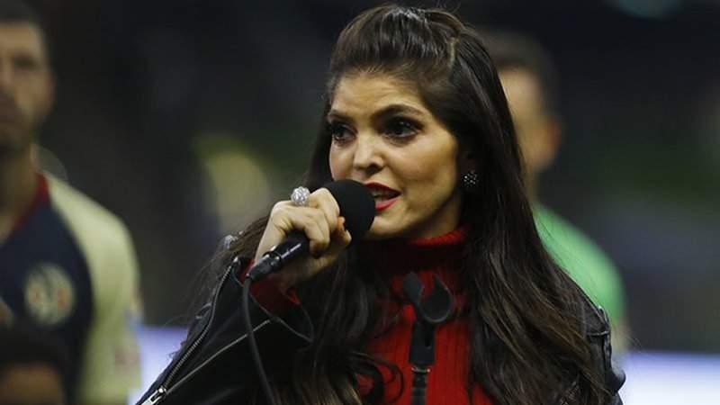 Ana Bárbara cambia la letra del Himno Nacional